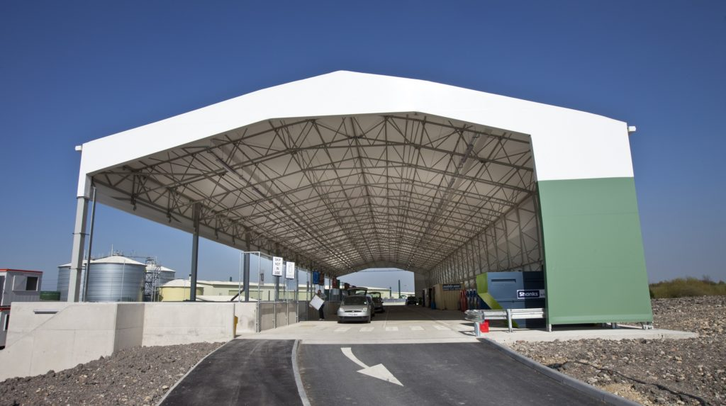 Tensile structure with no walls